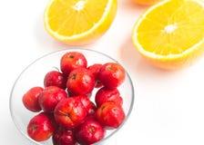 Brasilianische Acerola-Kirsche und orange Frucht Stockbilder