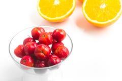 Brasilianische Acerola-Kirsche und orange Frucht Lizenzfreies Stockfoto