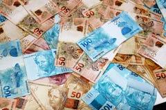 Brasilianische Banknoten in den verschiedenen Mengen Lizenzfreies Stockbild