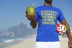 Brasilianische Fußball-Spieler-internationale Fußball-Hemd-Ball-Kokosnuss Lizenzfreie Stockfotografie