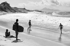 Brasilianische Körper-Internatsschüler auf Ufer Rio de Janeiro Brazil lizenzfreie stockfotos