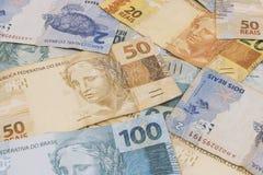 Brasilianischer Geldhintergrund Rechnungen riefen Real an Stockfotos