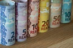 Brasilianisches Geld/Reais/verschiedene Bezeichnung stockfotos