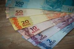 Brasilianisches Geld/Reais/verschiedene Bezeichnung lizenzfreie stockfotografie