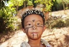 Brasilianisches indisches Mädchen in den typischen Kostümen Lizenzfreie Stockfotografie