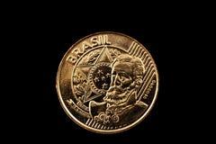Brasiliano una moneta da 25 centavi isolata su un fondo nero Immagini Stock Libere da Diritti