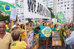 Brasilianprotest mot regering och president royaltyfri bild