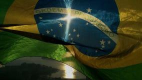 Brasiliansk flagga Rio de Janeiro Skyline Scenic Overlook arkivfilmer