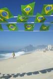 Brasiliansk flagga som Bunting den Ipanema stranden Rio Brazil Arkivbilder