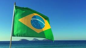 Brasiliansk flagga som flyger Rio de Janeiro Brazil stock video