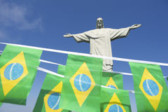 Brasiliansk flaggaBunting på Corcovado Rio de Janeiro Royaltyfri Bild