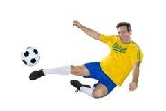 Brasiliansk fotbollspelare, banhoppning, guling och blått. arkivbild