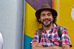 Brasiliansk grafittikonstnär Eduardo Kobra Arkivfoto