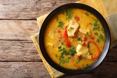 Brasiliansk mat: Moqueca Baiana av fisken och spanska peppar i kryddigt royaltyfria foton