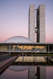 Brasiliansk rådsmöte på skymning med reflexioner på lak fotografering för bildbyråer