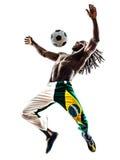 Brasiliansk svart manfotbollspelare som jonglerar fotbollkonturn Arkivfoto