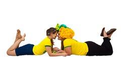 Brasilianska mamma- och dottersupportrar Fotografering för Bildbyråer
