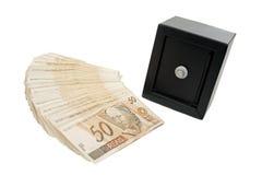 Brasilianska pengar och kassaskåp Arkivfoton