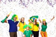 Brasilianska vänner som tycker om karnevaltid Fotografering för Bildbyråer