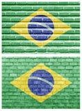 Brasilien flagga på olika tegelstenväggar Arkivbild
