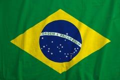 Brasilien-Flagge, die im Wind durchbrennt Stockbilder