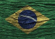Brasilien-Flagge mit hohem Detail des alten hölzernen Hintergrundes stockfotografie