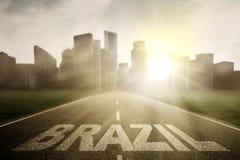 Brasilien ord på vägen med solljus Arkivfoto