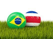 Brasilien vs Costa Rica bollcloseupbegreppet shoes fotbollsporten Fotbollar med flaggor på gr vektor illustrationer