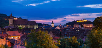 brasov街市中世纪罗马尼亚微明视图 免版税库存图片