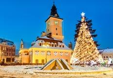 Brasov, Ρουμανία με ένα παλαιό χριστουγεννιάτικο δέντρο Στοκ Φωτογραφίες