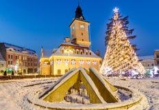Brasov, Ρουμανία με ένα παλαιό χριστουγεννιάτικο δέντρο Στοκ φωτογραφία με δικαίωμα ελεύθερης χρήσης