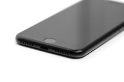 BRASOV, ΡΟΥΜΑΝΊΑ - 25 Νοεμβρίου 2016: iPhone 7 μαύρη μεταλλίνη νέο App Στοκ φωτογραφίες με δικαίωμα ελεύθερης χρήσης