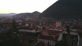 Brasov городской, черная церковь, средневековый городок вверх по взгляду видеоматериал