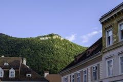 Brasov, Румыния, Европа, взгляд от квадрата муниципального жилого дома Стоковые Фото