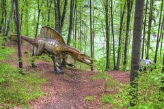 BRASOV, РУМЫНИЯ - ИЮНЬ 2015: размером с Реальн динозавры на Rasnov Dino Стоковая Фотография RF