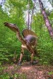 BRASOV, РУМЫНИЯ - ИЮНЬ 2015: размером с Реальн динозавры на Rasnov Dino Стоковое фото RF