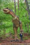 BRASOV, РУМЫНИЯ - ИЮНЬ 2015: размером с Реальн динозавры на Rasnov Dino Стоковое Фото