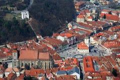 Brasov, grand dos du Conseil et église noire, Roumanie Photographie stock libre de droits