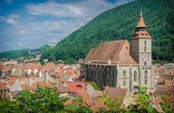 Brasov, historische Mitte und die schwarze Kirche stockfotos