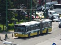 BRASOV JUNI 21: Trådbuss i trafik på Juni 21, 2017 i Brasov, Rumänien royaltyfria foton
