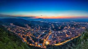 Brasov, la Transylvanie, Roumanie - automne, 2014 : Une vue de la ville au coucher du soleil de la montagne de Tampa Photographie stock libre de droits