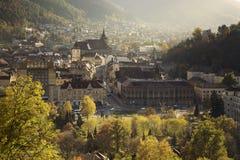 Brasov médiéval pendant l'automne L'église noire gothique Photo stock