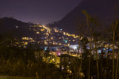 Brasov, Nachtstadtbildansicht Stockfotografie