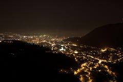 Brasov por noche fotografía de archivo libre de regalías