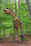 BRASOV, RUMÄNIEN - JUNI 2015: Wirklich-groß Dinosaurier bei Rasnov Dino Stockfoto