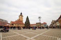 Brasov, Rumania - 26 de diciembre de 2015: Ayuntamiento viejo fotos de archivo libres de regalías