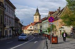 Brasov Rumunia, Kwiecień, - 29, 2014: Ulica stary miasteczko z miasteczkiem Fotografia Royalty Free