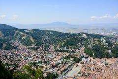 Brasov sceneray, взгляд от горы Тампа, Румынии стоковые изображения