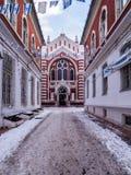 Brasov synagoga i vinter Royaltyfria Bilder