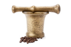 Brass mortar and pestle, and coffee Royalty Free Stock Images